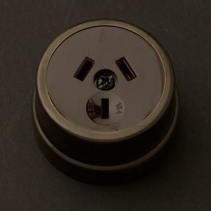 Traditional Antique Brass single 3 pin socket