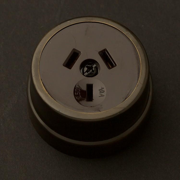 Traditional Antique Brass single 3 pin socket