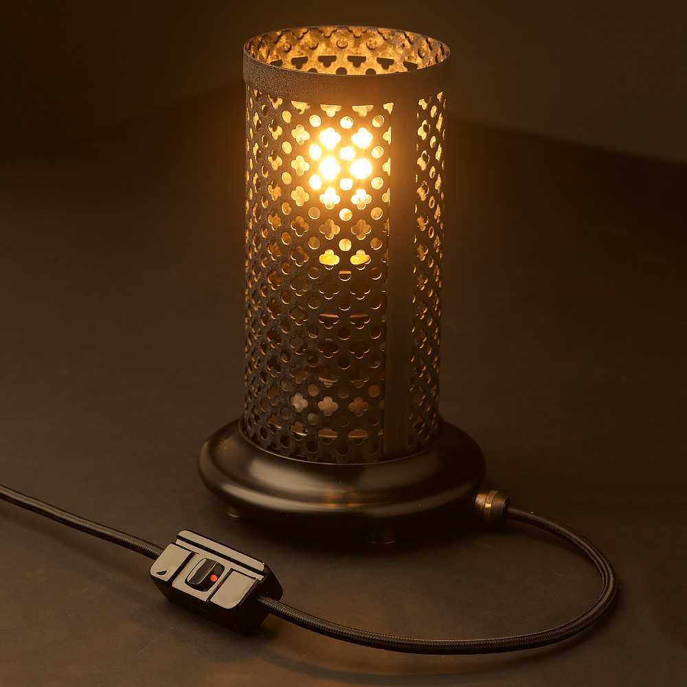 Club And Round Steel Mesh Table Lamp