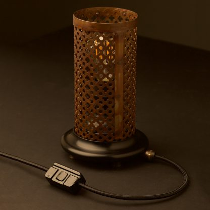 Club and round steel mesh table lamp rusty shade