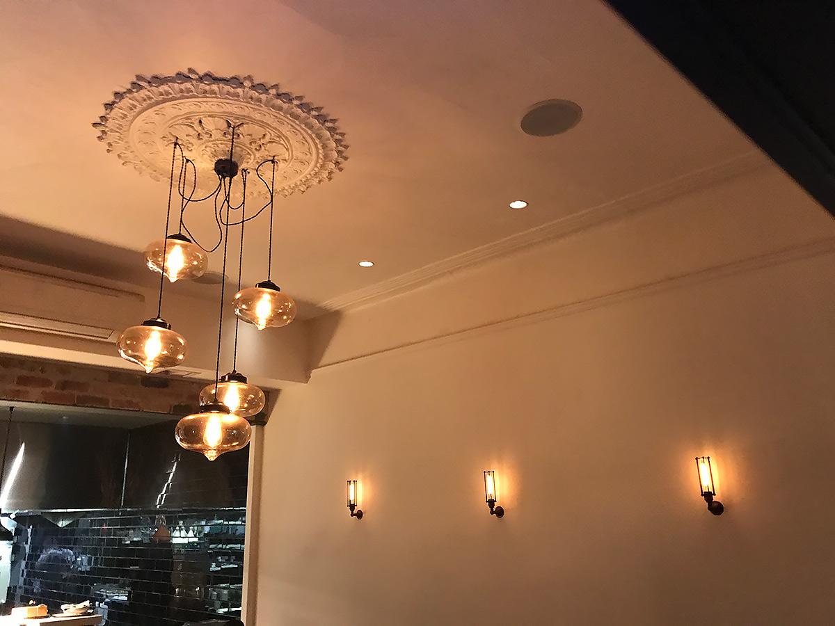Camus Restaurant Use Vintage Edison Globes Northcote